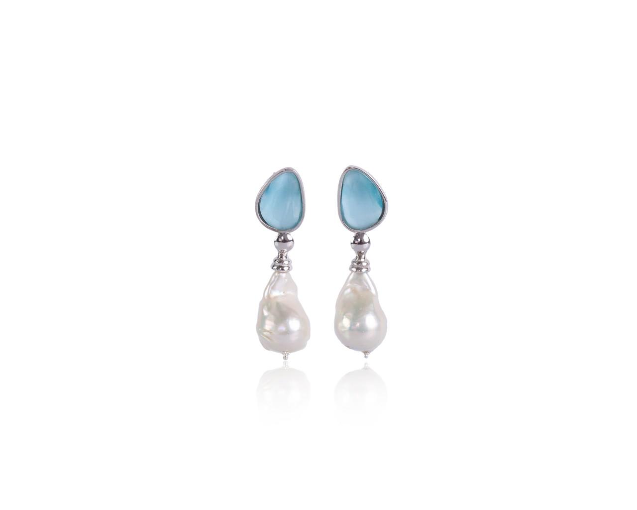 Orecchini in argento con pietre color celeste e perle barocche naturali