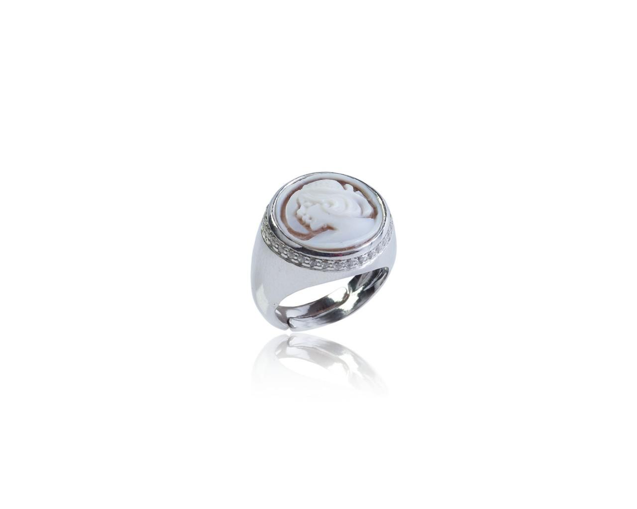 Anello in argento 925 con finitura rodiata,zirconi naturali e un cammeo in forma tonda