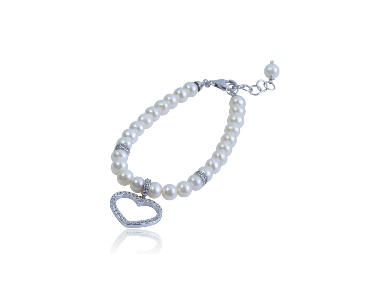 Bracciale in argento con perle di fiume e ciondolino raffigurante un cuore