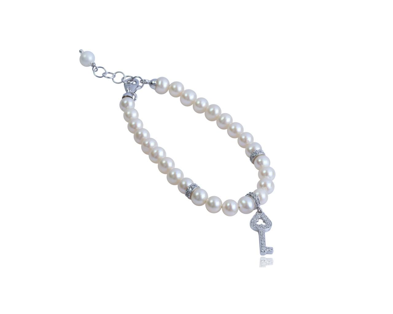 Bracciale in argento con perle di fiume e ciondolino raffigurante una chiave